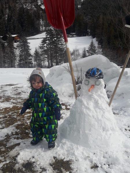 Schneemann bauen macht Spass